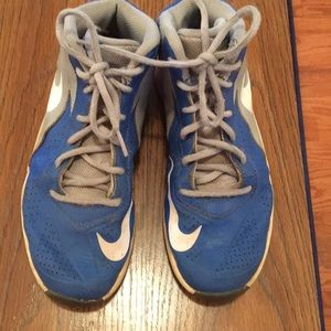 Nike gray and blue tennis shoes.